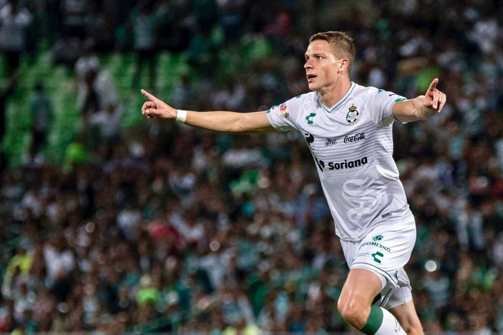 Photo of Santos Laguna renueva contrato con Julio Furch hasta 2022
