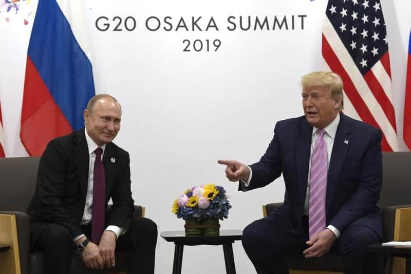 """Photo of Trump bromea con Putin: """"No interfieras en la elección"""""""