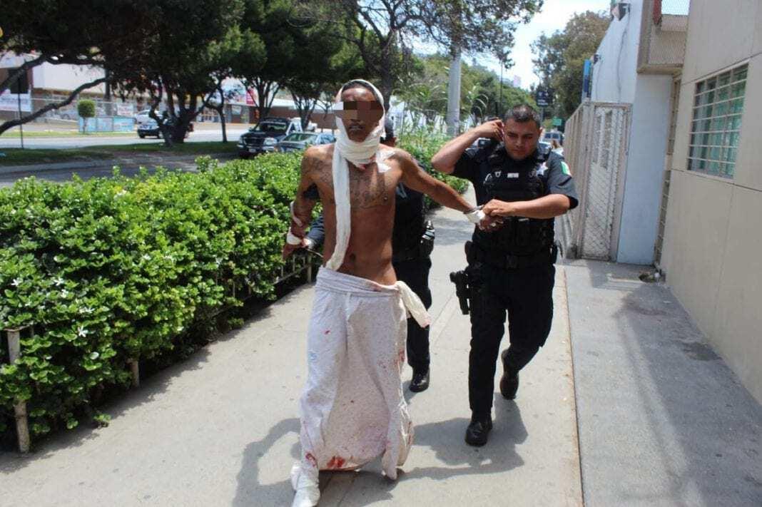 """Photo of Sujeto que causó pánico en """"la Revu"""" quiso huir del hospital"""