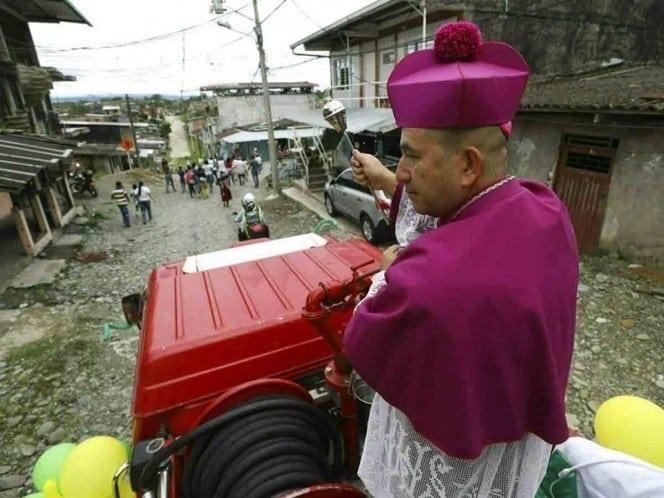 Photo of Obispo planea exorcizar ciudad completa desde un helicóptero