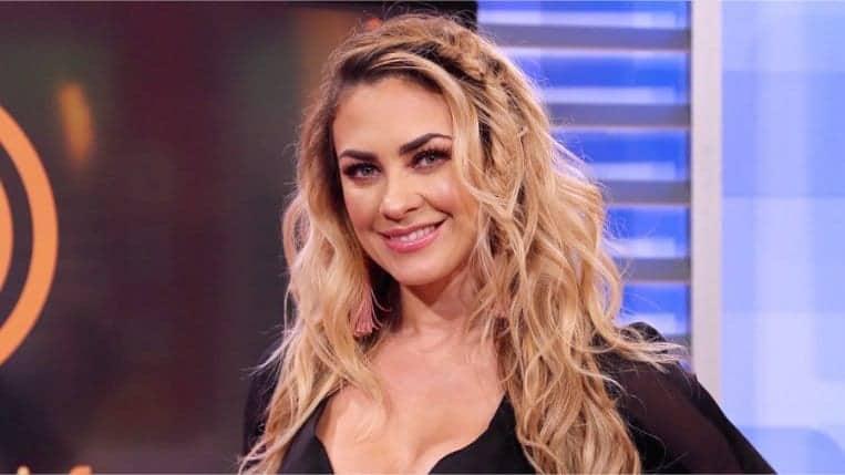 Photo of VIDEOS: Aracely Arámbula arrasa internet con sensual baile