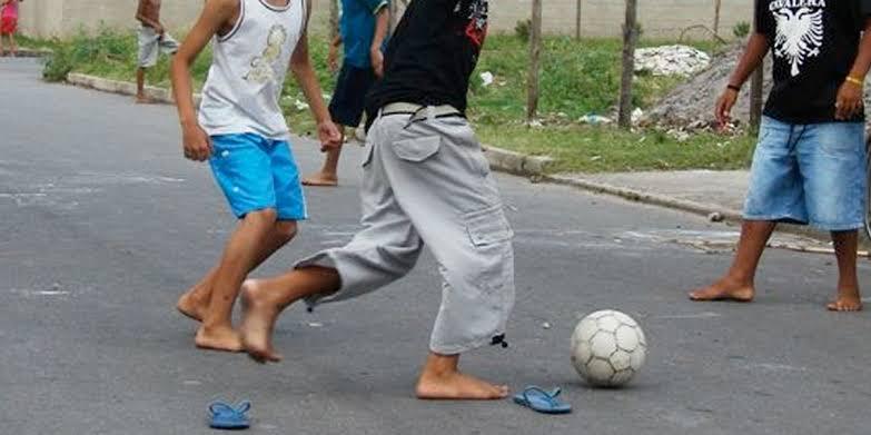 Photo of Grupo de niños futbolistas violan a compañerito que quería jugar