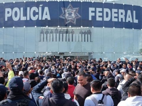 Photo of Policías Federales protestan contra Guardia Nacional y bloquean carreteras
