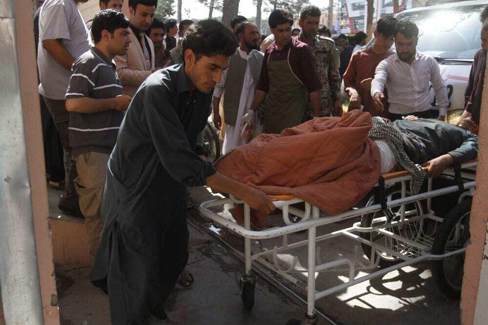 Photo of Mueren al menos 32 personas por explosión de bomba caminera