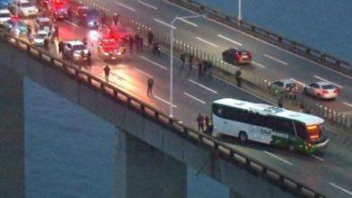 Photo of Hombre secuestra autobús y amenaza con quemar los rehenes