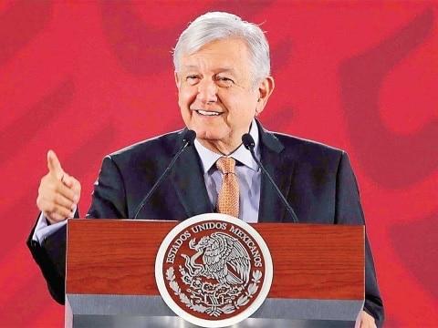 """Photo of """"La política no es para ambiciosos vulgares""""; se pueden ir """"al carajo"""": AMLO"""