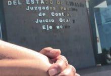 Photo of Asesino y abogado se burlan de sentencia por matar a jovencita