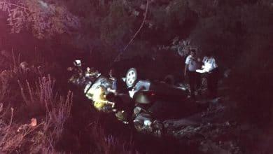 Volcadura de una mujer muerta y dos heridos