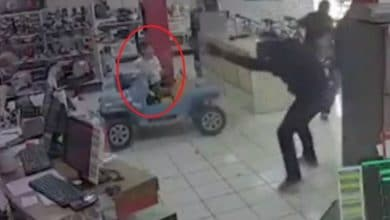 Photo of VIDEO: Niño queda atrapado en balacera tras asalto