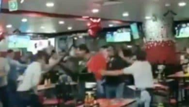 Photo of VIDEO: Batalla campal por comensales que no pagan cuenta