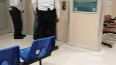 Photo of Mujer en silla de ruedas queda atrapada en elevador del IMSS