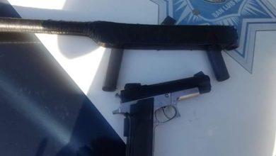 arma falsa con forma de Ak-47
