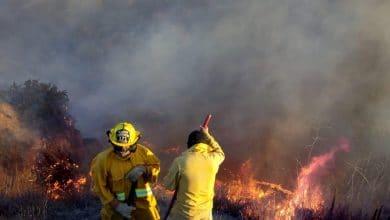 Photo of Contenidos incendios en 60%, más de 200 casas afectadas