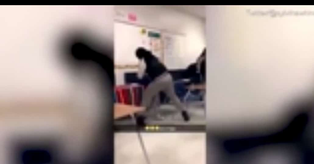 Maestra golpea a estudiante