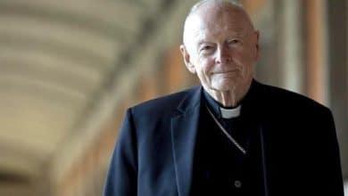 Photo of Cardenal abusador pagó miles a dos Papas