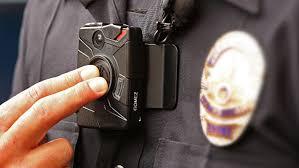 Investigan a policía por manosear a mujer muerta