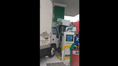 Photo of Camión se impacta contra bomba de gasolina