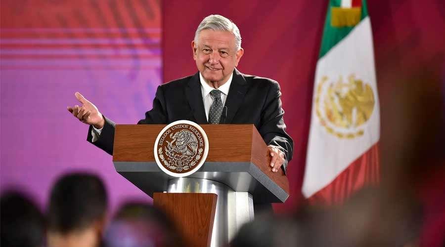 López Obrador pide no linchar a embajador que se robó un libro