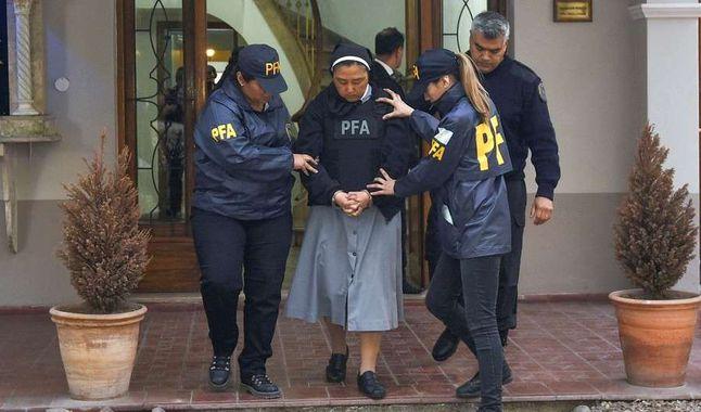 Una monja elegía niños sordos para que sacerdotes los violaran