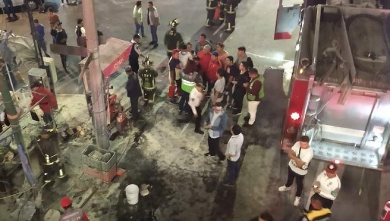 Explota puesto de tacos en terminal del metro