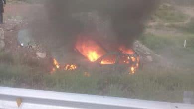Photo of Cae a barranco y explota camioneta