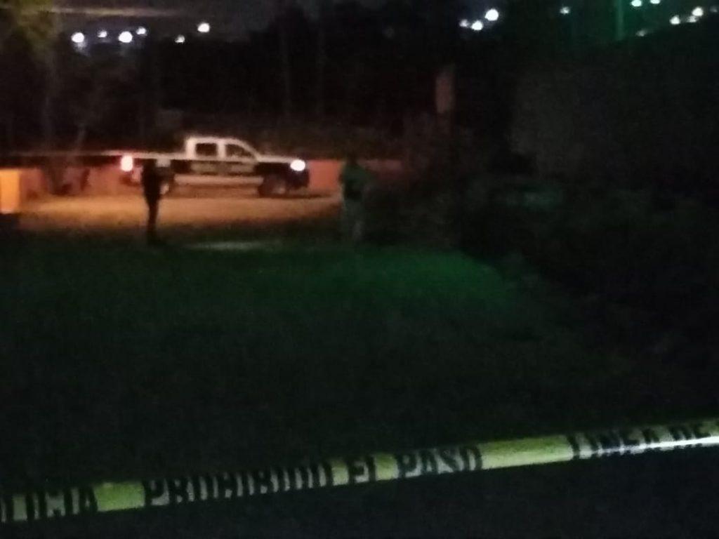 Asesinan a un hombre en estacionamiento de gimnasio