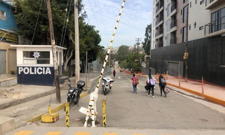 Photo of Padres acuden a escuelas a sacar a sus hijos en Zona Río