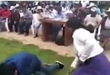 Photo of Mujer castiga a su hijo con latigazos por robar un celular