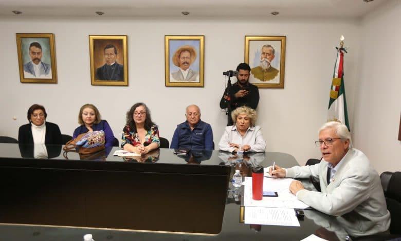 Photo of Gobernador se compromete con vecinos a reubicar Semefo