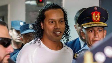 Ronaldinho debuta en juego de futbol en el reclusorio