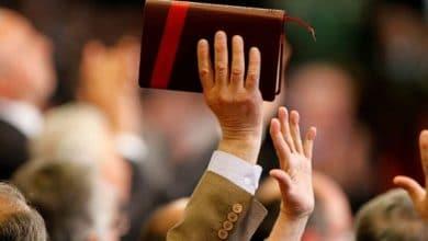 Pastor con coronavirus se reúne con fieles y realiza misa