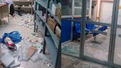 Photo of No creen en Covid-19, se oponen a sanitización y vandalizan hospital
