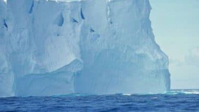 Iceberg-del-tamaño-de-Chicago-a-punto-de-desprenderse-de-la-Antártida