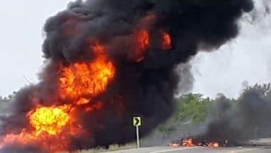 Vuelca-camión-con-gasolina-van-a-robar-y-mueren-en-explosión