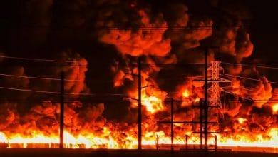 Photo of Gigantesco incendio en fábrica de plásticos