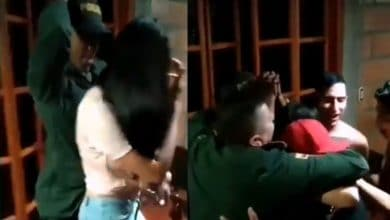 Photo of VIDEO: Policías acuden a fiesta para clausurarla y terminan bailando