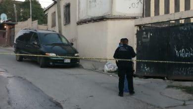Photo of Dejan cadáver 'encobijado' y con 'narcomensaje' en camioneta