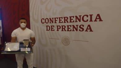 Photo of Dan medalla a enfermero de Baja California que enfrentó la pandemia