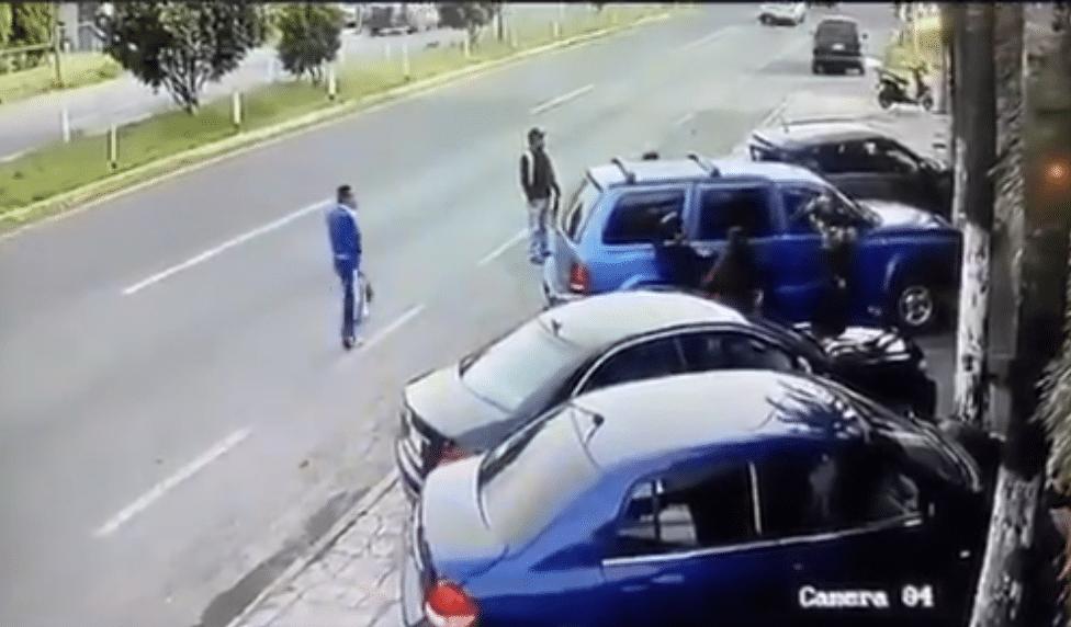 Conductor de camioneta mata a mariachi al echarse de reversa