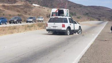 Photo of Pierde el control y vuelca en auto con varios niños