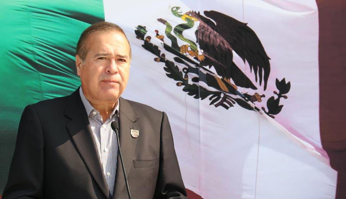 González-encabeza-acto-cívico-de-210-Aniversario-de-Independencia