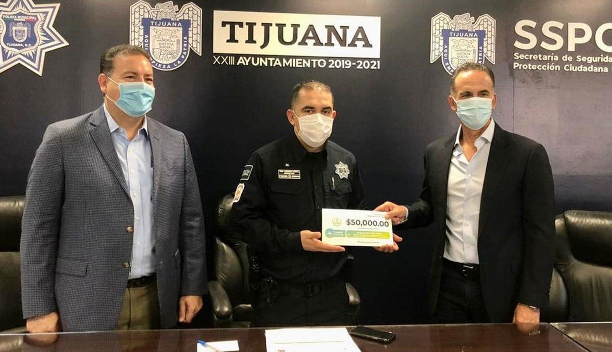 Patronato-de-Tijuana-Agradecida-apoya-a-policías-para-cursar-la-prepa