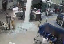 Photo of VIDEO: Abren fuego contra concesionario durante asalto; había niños