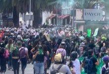 Photo of Marchan por despenalización del aborto; lanzan bombas molotov
