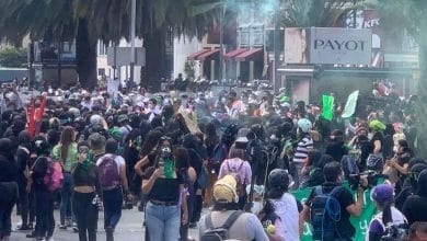 Photo of Marchan por despenalización del aborto; lanzan bombas molotov