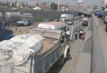 Photo of Choque por alcance entre camión y taxi