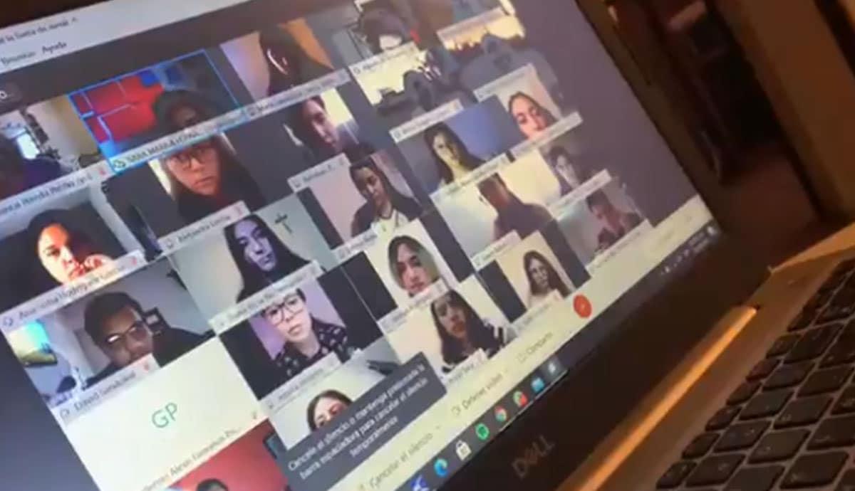 VIDEO-Maestra-le grita-e-insulta-a-alumnos-durante-clase-virtual