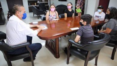Photo of Después de cinco años dan cheque a hijos de policías caídos