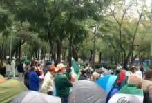 Photo of Manifestantes Anti AMLO instalan plantón; les impiden acceso a Zócalo