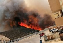 Photo of VIDEO: Fuerte incendio en pastizal amenaza viviendas